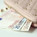 結婚をしたら共働きor専業主婦?必要となる生活費とは?