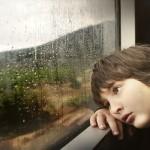 【1・2歳児向け】雨の日でも思い切り遊びたい!家の中での遊びアイデア4つ